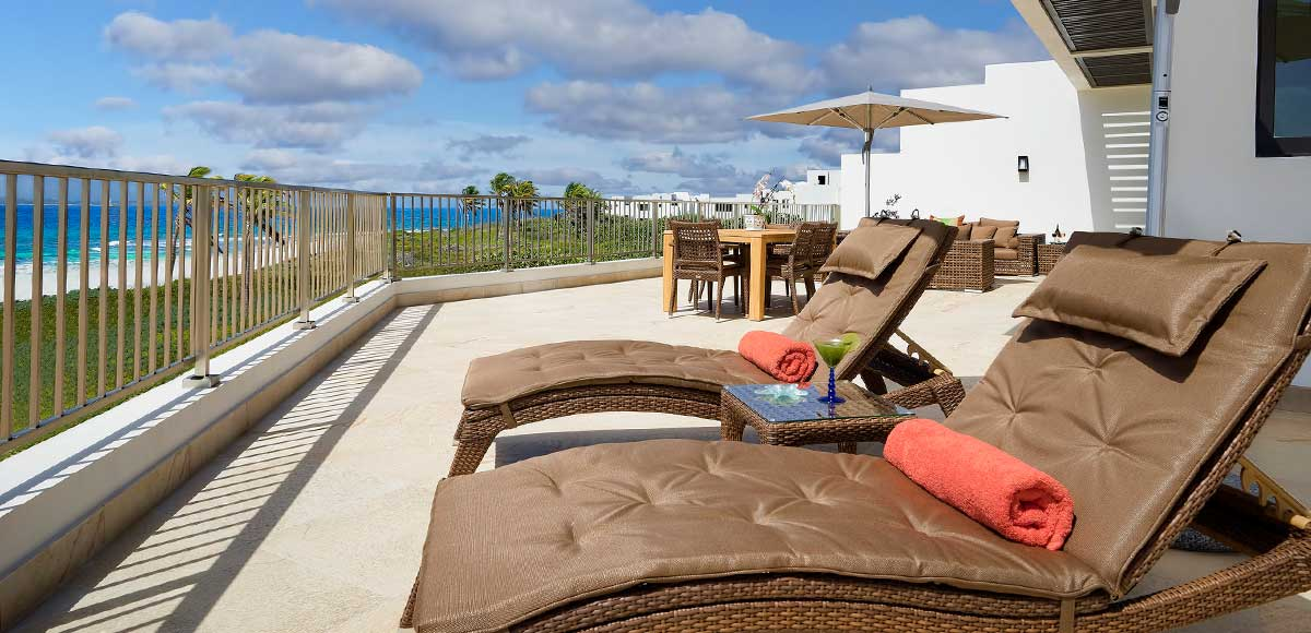 Deluxe Beachfront Junior Suite Balcony
