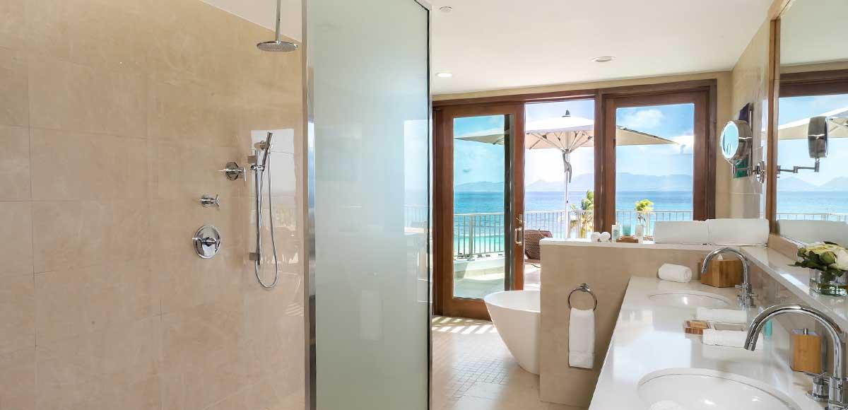 Deluxe Beachfront Junior Suite Master Bath