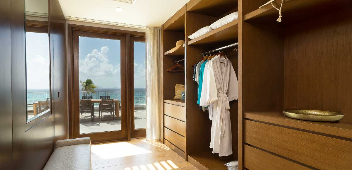 Deluxe Beachfront Junior Suite Master Closet